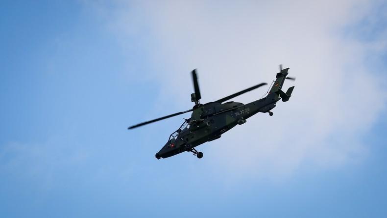 Bundeswehr-Hubschrauber trifft mit Rotorblättern auf Fassade - Mitarbeiter von Trümmern erschlagen