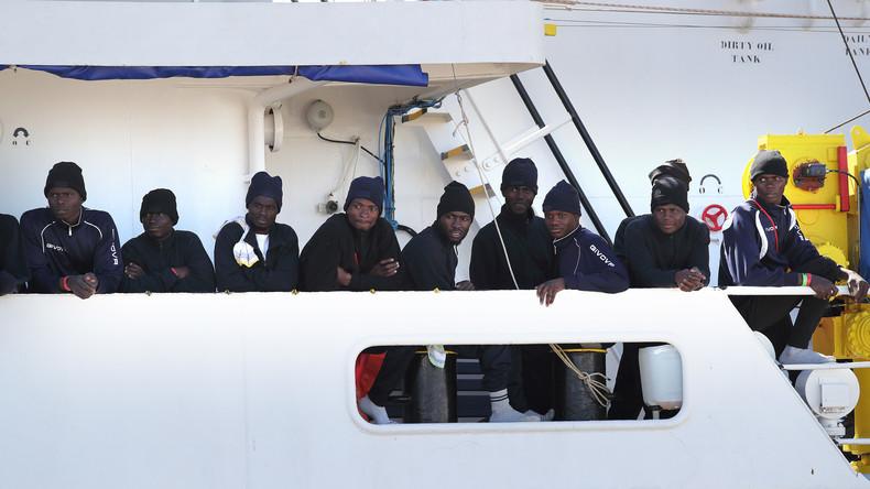 Migranten mit Schnellbooten nach Italien gebracht - Schlepper festgenommen