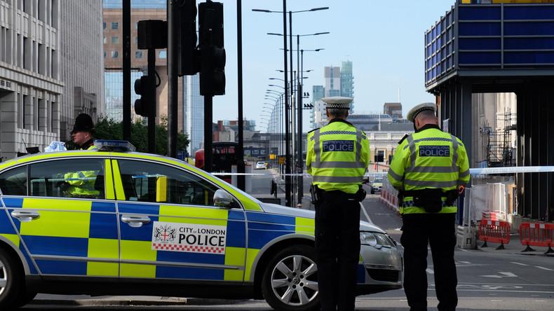 Doktorspiele als Schwarzarbeit: Britischer Polizist übte sich im Krankenstand als Prostituierter