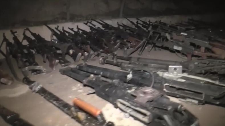 Syrien: Russland veröffentlicht Video von beschlagnahmten Waffen der Islamisten aus Duma