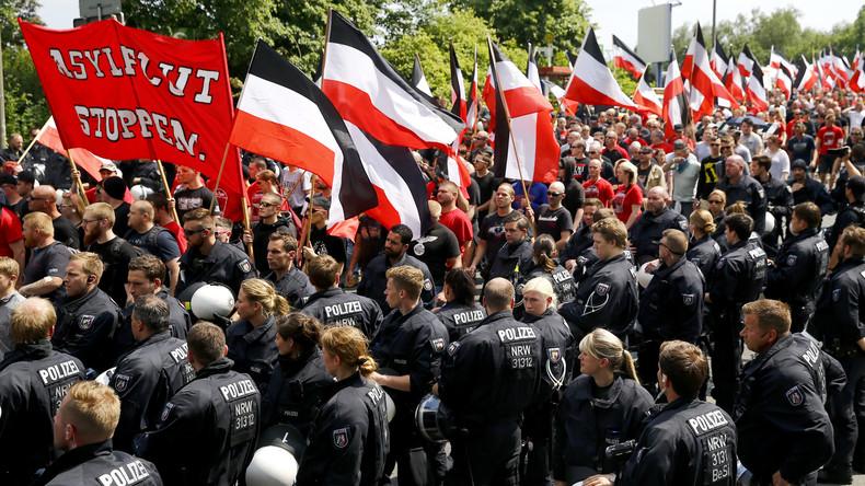"""LIVE: Proteste verschiedener linker Gruppen in Dortmund gegen """"Europa erwache""""-Demonstration"""