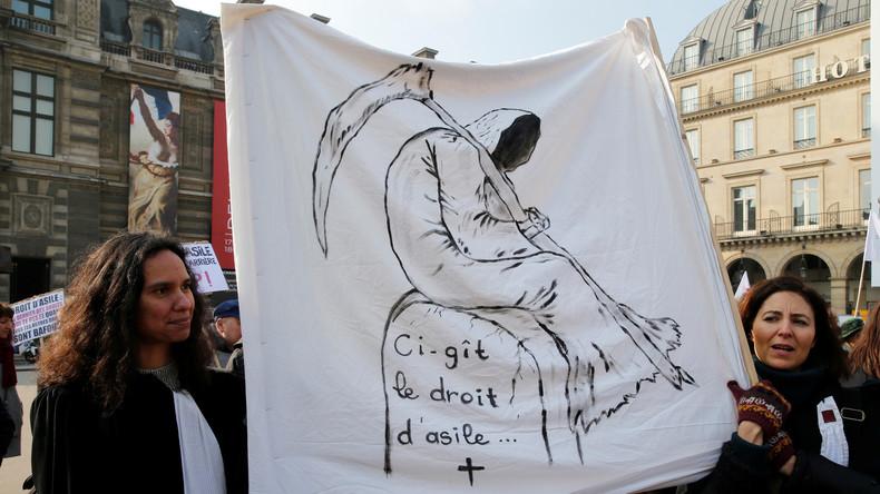 Frankreich debattiert über restriktivere Asylpolitik: Schnellere Abschiebungen und kürzere Fristen