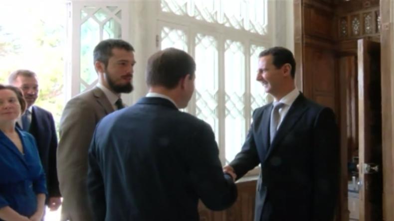 Syrien: Assad und russische Delegation treffen sich nach US-geführten Luftangriffen