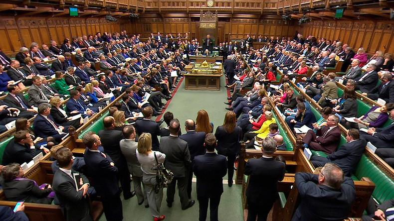 """LIVE: Britisches Unterhaus tagt zu Luftangriffen gegen Syrien - May spricht von """"Beweisen"""""""