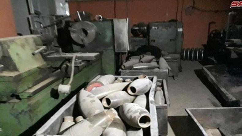 Syrische Sicherheitskräfte entdecken Waffenfabrik von Extremisten in Duma