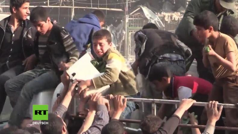 Russland bringt ausgehungerten Menschen in syrischer Stadt Duma ersehnte Lebensmittel
