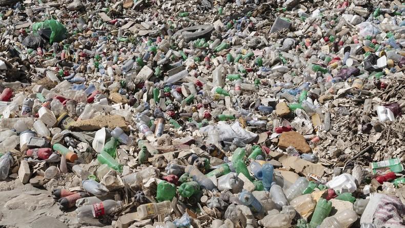 Forscher entwickeln zufällig Enzym, das Plastikmüll zersetzen kann