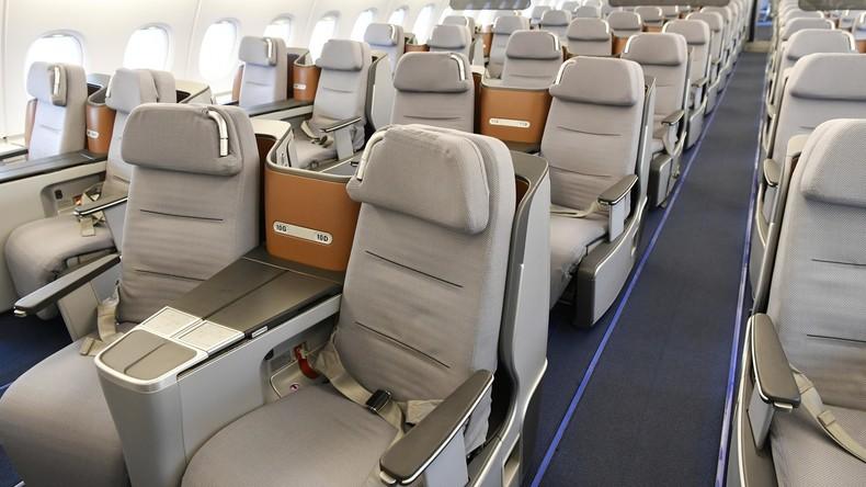 Schwarze Passagiere aus Business-Klasse geworfen, um Plätze Weißen zu geben