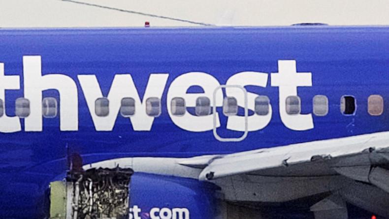 Todesfall in 10.000 Metern Höhe: Fluggast nach Triebwerk-Explosion fast aus Flugzeugfenster gerissen