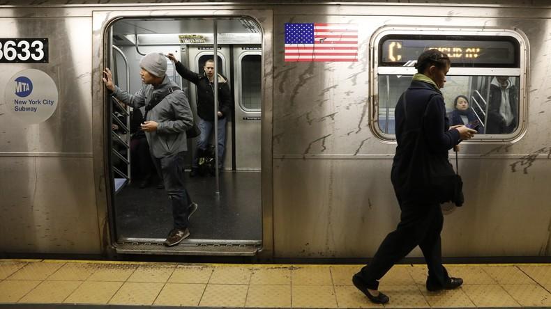 Wie aus Eimern: New Yorker U-Bahn überschwemmt, Augenzeugen veröffentlichen Bilder