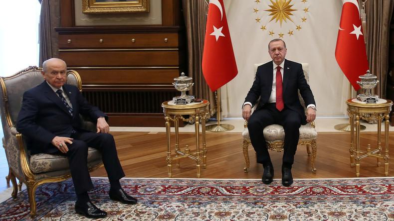 Türkei: Erdogan kündigt vorgezogene Wahlen für Juni an