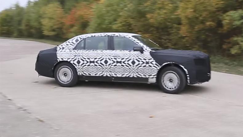 Putins neues Auto verunglückt – Industrieminister sehr zufrieden