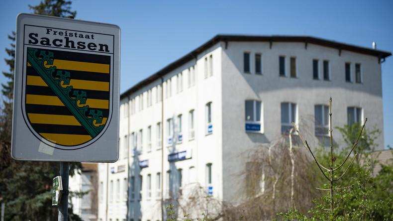 """""""Schild und Schwert"""" in Sachsen: Neonazis rocken zum """"Führer""""-Geburtstag vor den Augen der Polizei"""