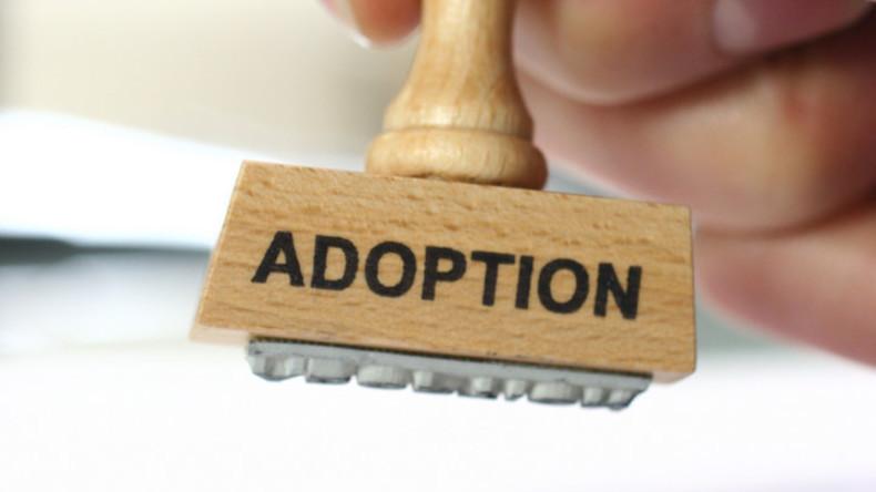 Nie zu alt für eine zweite Chance: Italienische Familie adoptiert 32-jährigen Weißrussen