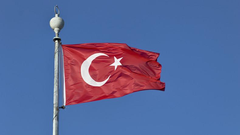 Türkisches Parlament stimmt vorgezogenen Wahlen im Juni zu