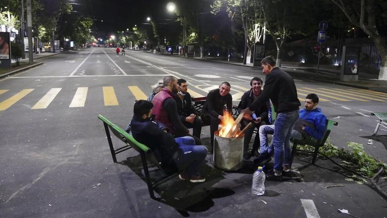 Armenische Polizei nimmt mehr als 100 Demonstrantenfest – Regierung ruft zu Dialog auf