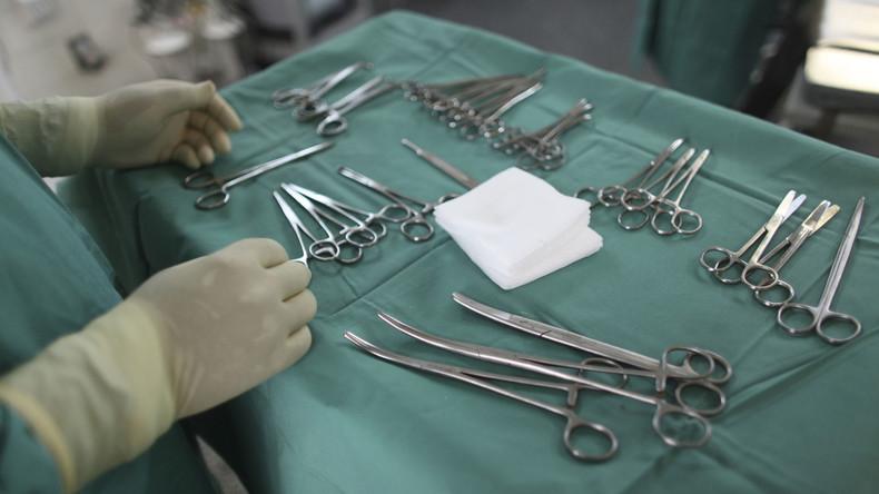 Krankenakten vertauscht: Indischer Arzt operiert Patient mit Kopfverletzung am Bein