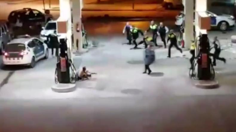 Spanien: Nach Angriffsversuch mit Kettensäge und Machete - Polizei nimmt Mann brutal fest