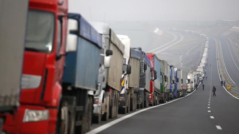 Retter in der Not: Lkw-Fahrer stellen sich in Reihe unter Brücke, um Suizid zu verhindern