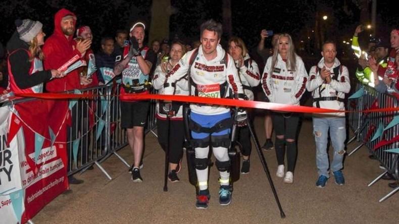 """""""Alles ist möglich"""": Erster Gelähmter bewältigt London-Marathon im Exoskelett"""