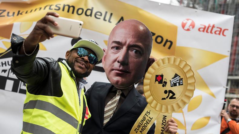 """Ausbeuter Amazon"": Proteste gegen Jeff Bezos in Berlin"