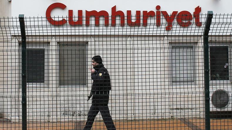 Führende Cumhuriyet-Mitarbeiter in der Türkei zu mehrjährigen Haftstrafen verurteilt