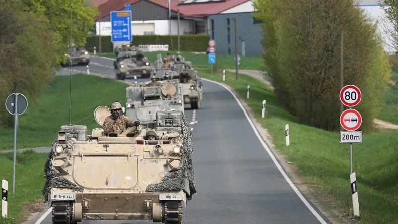 """US-Militärübung """"für den Krieg von morgen"""" - Hunderte Militärfahrzeuge rollen über deutsche Straßen"""