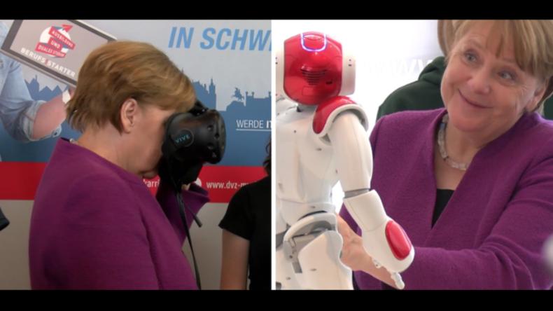 Zukunftstag im Kanzleramt: Bundeskanzlerin Merkel im VR-Neuland und mit neuem Roboter-Freund