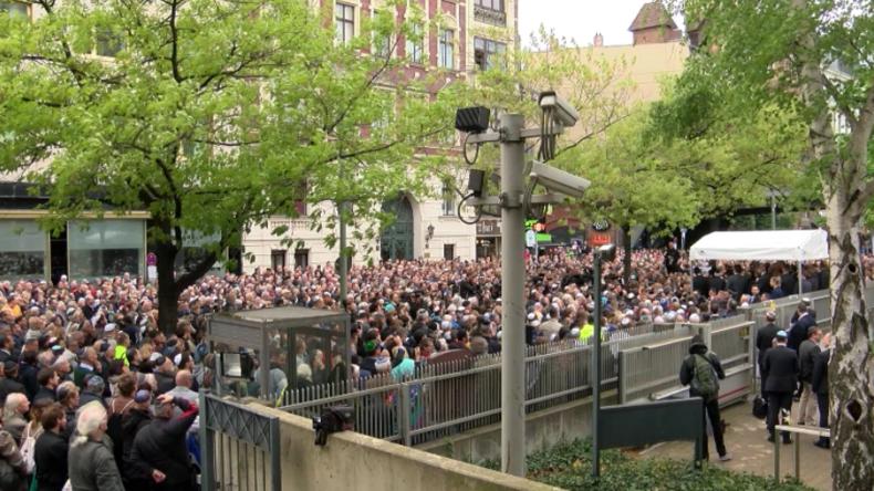 """""""Es wird zunehmend unangenehm für Juden in Berlin"""" - 2.000 Menschen tragen aus Protest Kippa"""