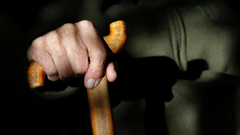 """""""Cane-Fu"""" - Senioren lernen Selbstverteidigung mit Krückstock"""