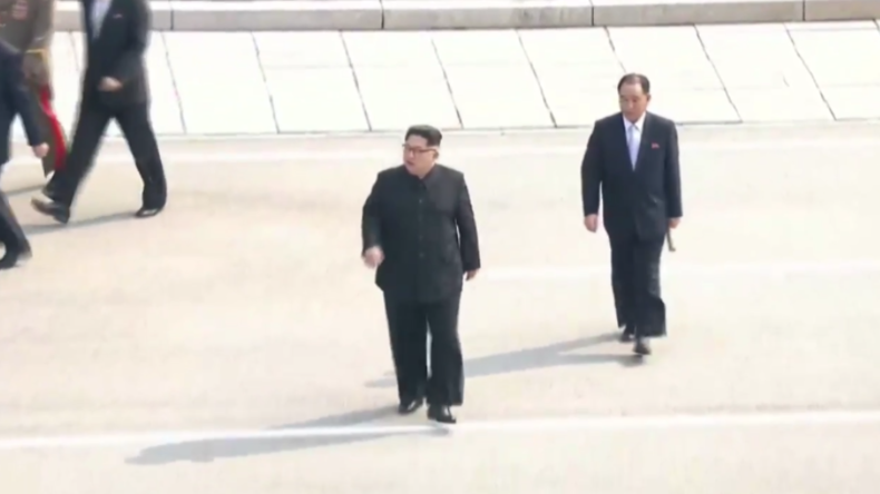 Ende der Eiszeit? Kim Jong-un überschreitet Grenze nach Südkorea für historisches Gipfeltreffen