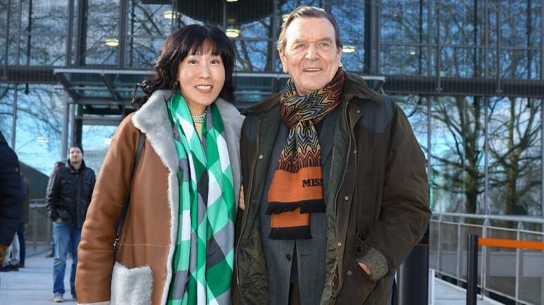 Altkanzler Gerhard Schröder von Ex-Mann seiner Verlobten verklagt