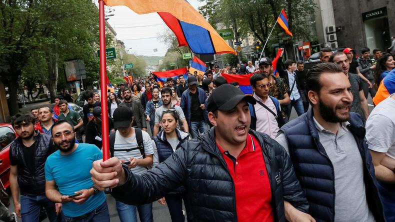 Armenischer Protestführer Paschinjan als einziger Bewerber um den Premierposten nominiert