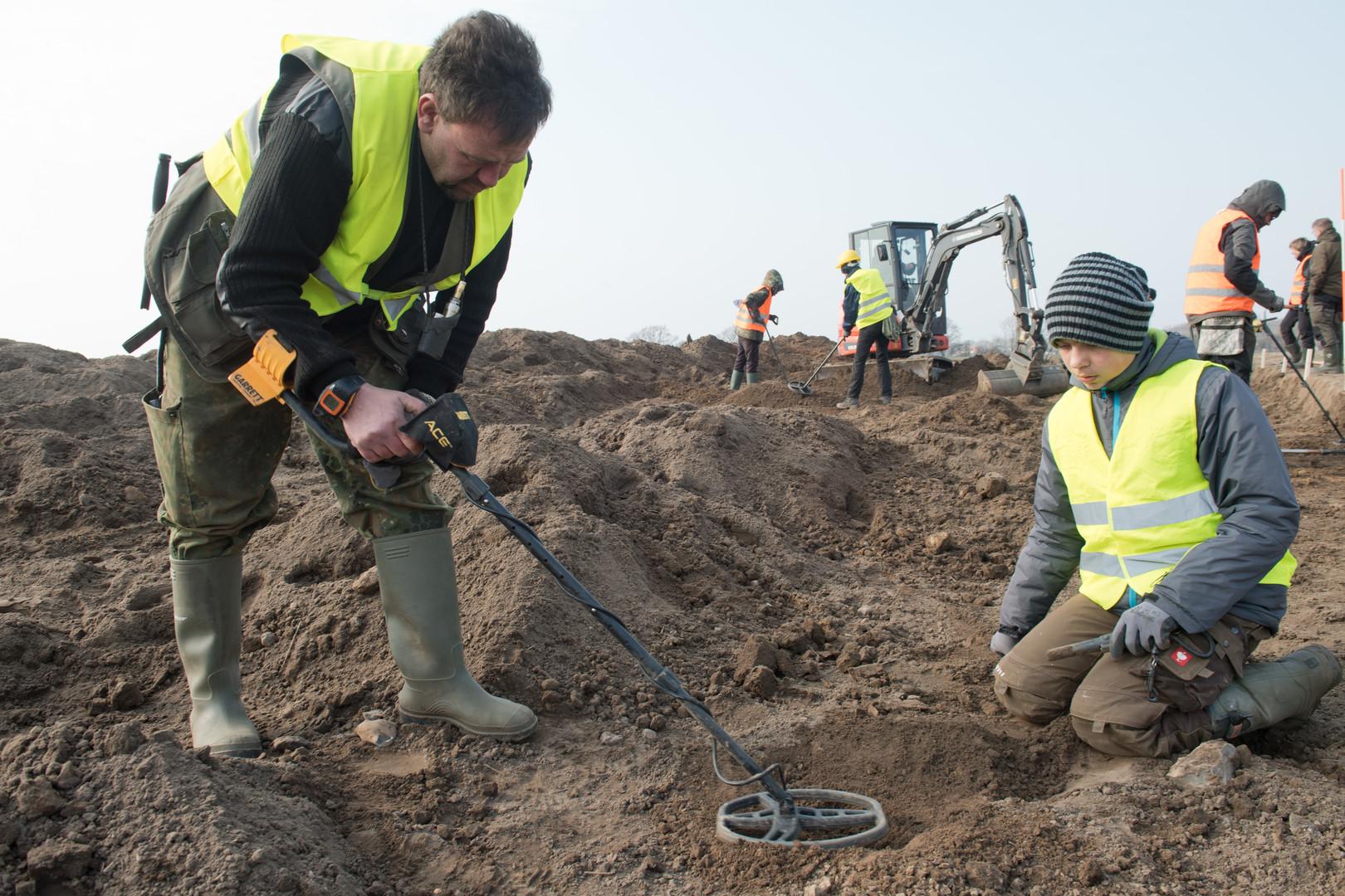 13 Jahre alter Junge entdeckt Münzschatz des dänischen Königs Blauzahn auf Rügen