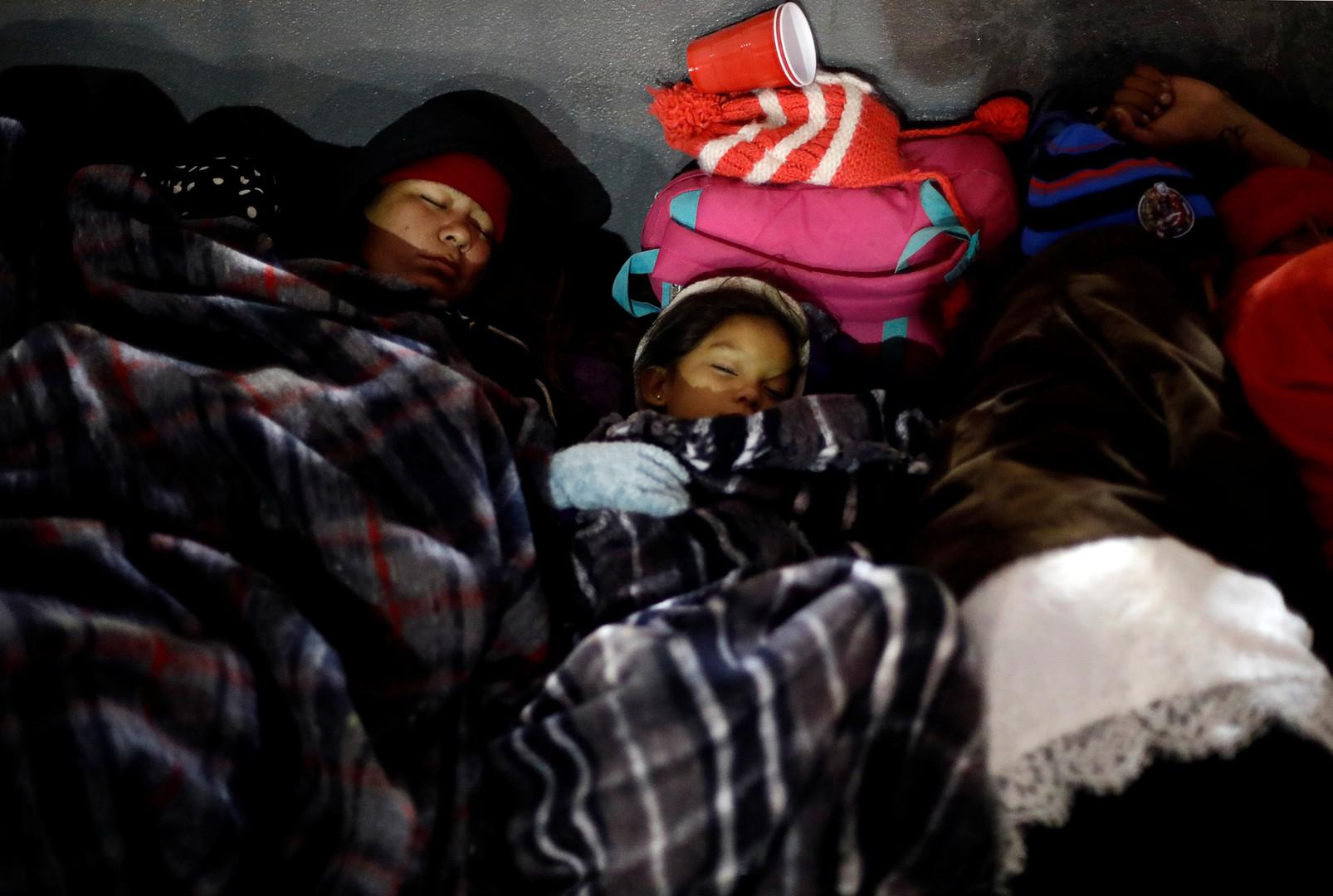 Teilnehmer an der Flüchtlings-Karawane schlafen nahe des Checkpoints San Isidro, Tijuana, Mexiko, 29. April 2018.