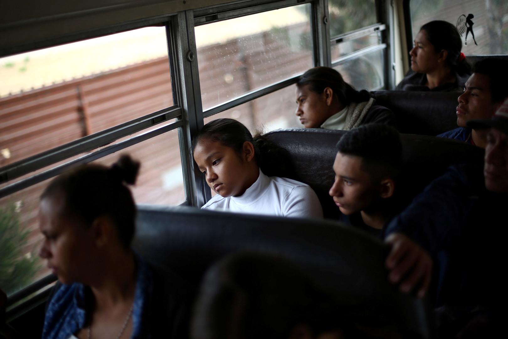 Ein Bus transportiert die Migranten aus Zentralamerika zu einer Behörde, bei der sie ihr Asylgesuch stellen könne, Tijuana, Mexiko, 29. April 2018.