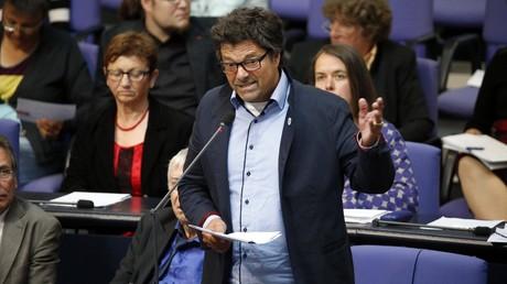 Diether Dehm während einer Rede im Bundestag.