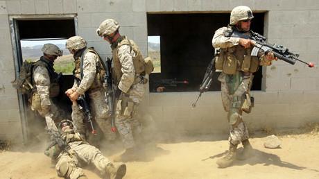 Symbolbild - US-Marinesoldaten bei einer Übung im Juni 2006 in einer nachgebauten irakischen Stadt