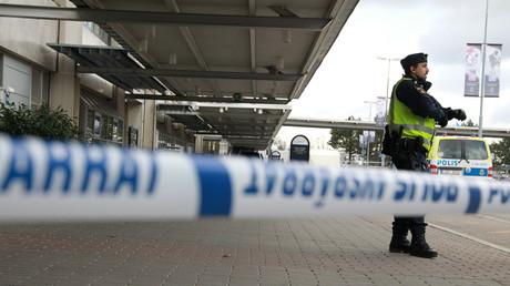 Polizeiabsperrung am Flughafen Landvetter in Göteborg nach einem verdächtigen Fund, Schweden, 31. März 2016.