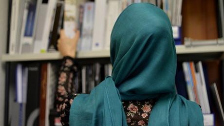 FDP-Chef Lindner will muslimischen Mädchen das Tragen eines Kopftuches in Schulen und Kitas verbieten. (Symbolbild)