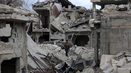UN-Mitarbeiter in Syrien können die Berichte über einen Chemiewaffeneinsatz bisher nicht verifizieren. Russland hat die mutmaßliche Giftgasattacke in Syrien als einen von Rebellen inszenierten Vorfall eingestuft und unabhängige Experten eingeladen, sich selbst ein Bild vor Ort zu machen.