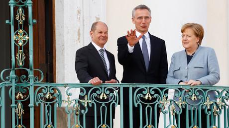 Einigkeit auf Schloss Meseberg - Bundeskanzlerin Merkel, NATO-Generalsekretär Stoltenberg, Vizekanzler Scholz (v.r.).