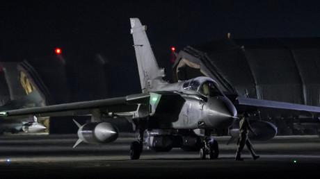 Ein britischer Tornado-Kampfjet auf einem Stützpunkt in Zypern vor seinem Einsatz gegen Syrien.