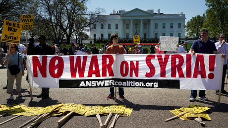 Demonstranten vor dem Weißen Haus in Washington am 14. April 2018.