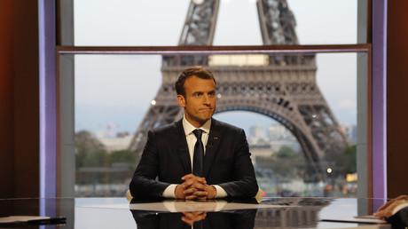 Im Interview mit dem Fernsehsender BFMTV hielt sich Frankreichs Präsident Emmanuel Macron zugute, US-Präsident Donald Trump von der Notwendigkeit eines Verbleibs in Syrien überzeugt zu haben. Kurz darauf erklärte Trumps Sprecherin Sarah Sanders, Trump halte an seinem geplanten Truppenabzug fest.