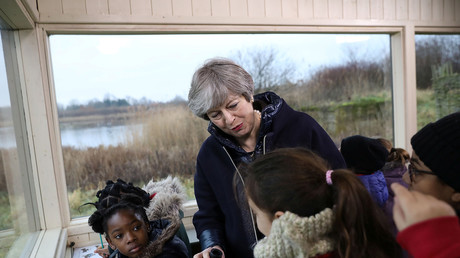 Theresa May mit Schulkindern, London, Großbritannien, 11. Januar 2018.
