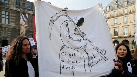 Anwälte für Asylsuchende demonstrieren gegen neues Gesetz, Paris, Frankreich, 21. Februar 2018.