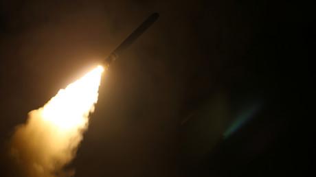 Eine US-Rakete zielt auf das Völkerrecht und die Selbstbestimmung Syriens.