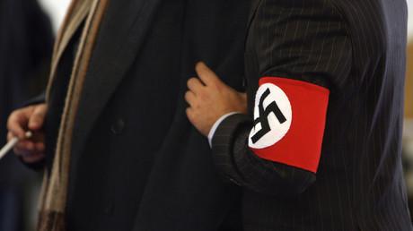 Konstanz: Theater bietet Besuchern mit Hakenkreuz-Abzeichen freien Eintritt – Ermittlung eingestellt (Symbolbild)