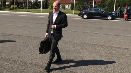 Vizekanzler und Finanzminister Olaf Scholz auf dem Flughafen Tegel, kurz vor der Abreise nach Washington. Er soll an der Frühjahrstagung des Internationalen Währungsfonds und der Weltbank teilnehmen, die am Donnerstag beginnt.